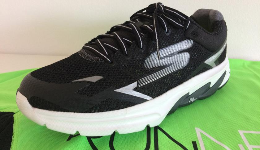 Las mejores zapatillas de running para correr un maratón - Skechers GoMeb Strada 2