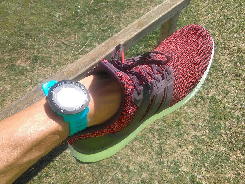 Adidas Ultraboost 2018 con upper confeccionado con tejido PrimeKnit