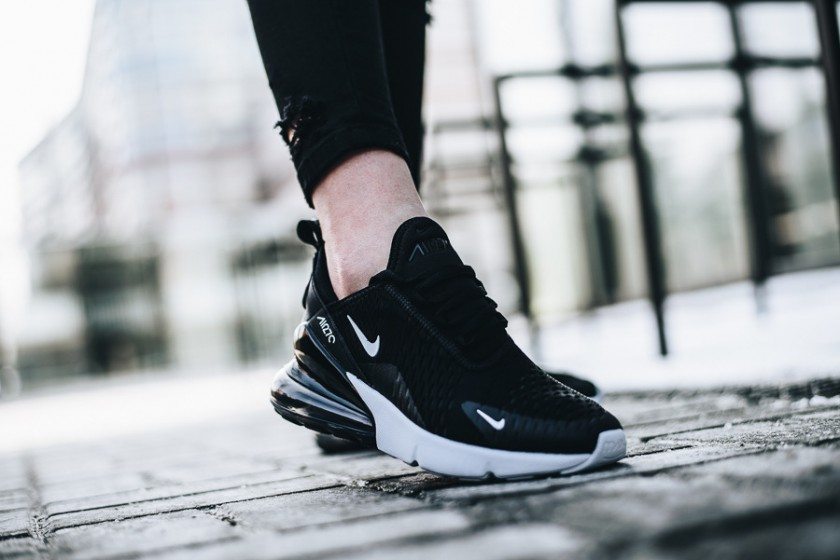 nike air max 270 detalles on feet