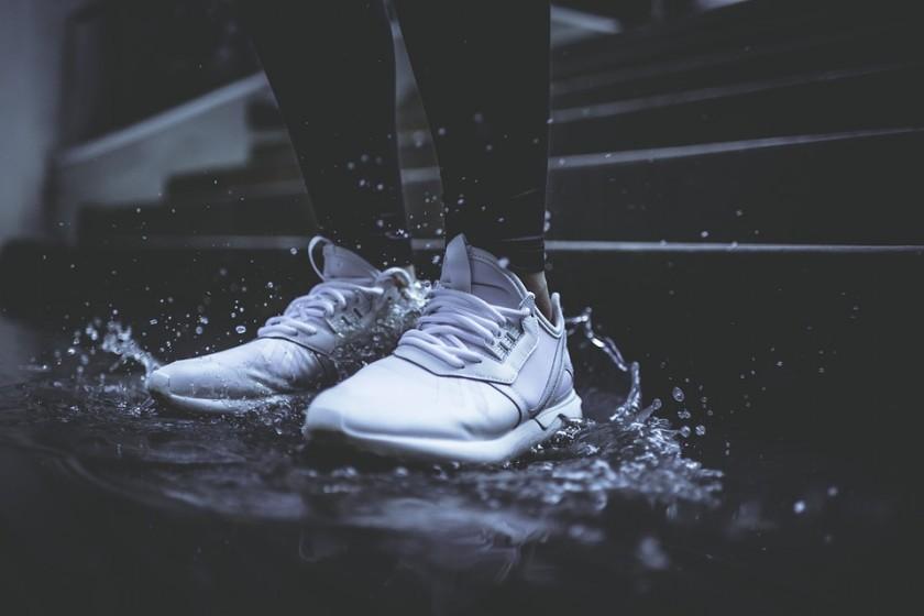 lavar zapatillas sneakers blancas