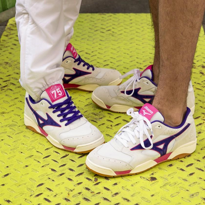 mizuno court select og on feet