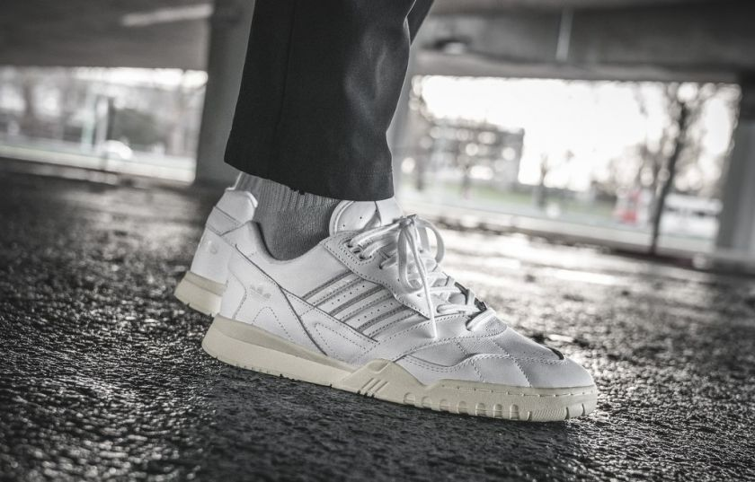 Adidas A.R. Trainer blancas