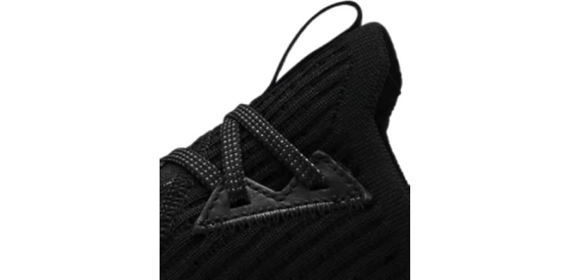 Sneakers Under Armour HOVR SLK EVO cuenta con una mejora en los ojales para un estilo personalizado