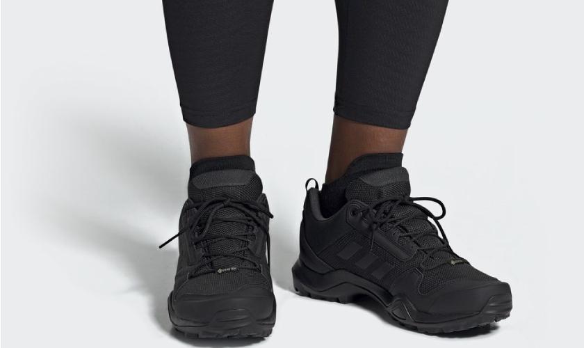 Adidas Terrex AX3 GTX es una zapatilla de trekking