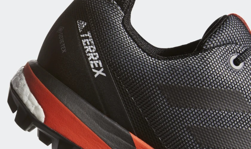 Adidas Terex Skychaser LT GTX con material impermeable
