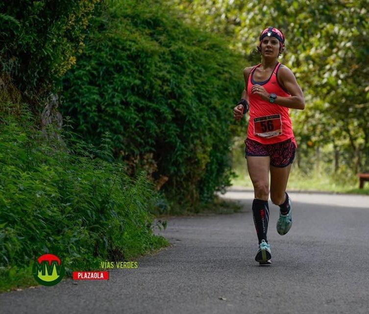 La historia de Aitziber Martín, Runnea Academy Team y ganadora del Maratón Vías Verdes de Andoain