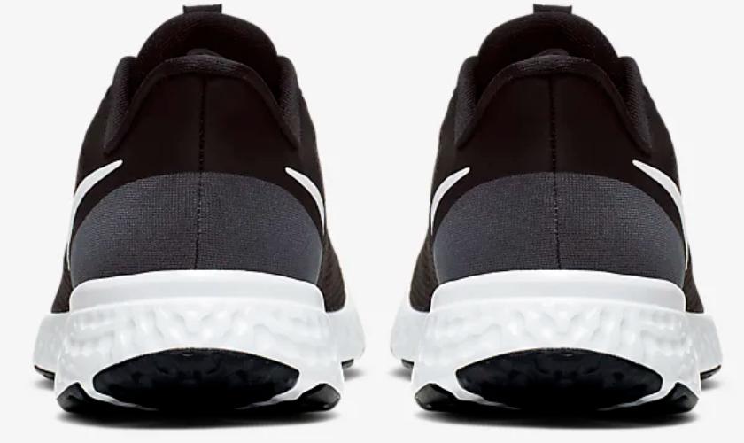 Nike Revolution 5 mediasuela