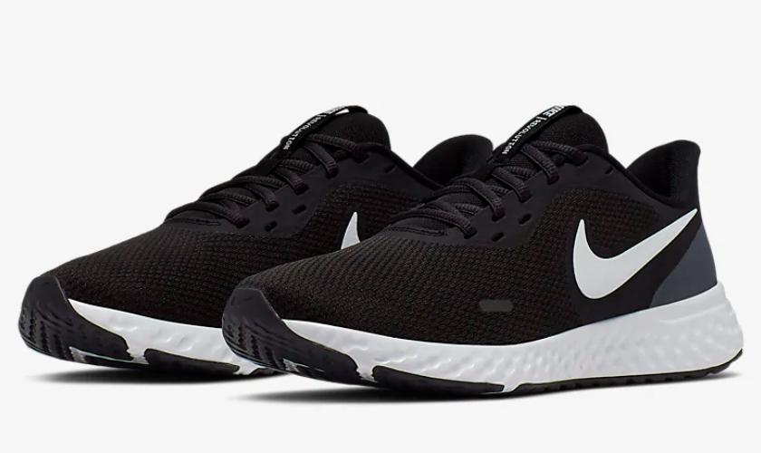 Nike Revolution 5 modelo