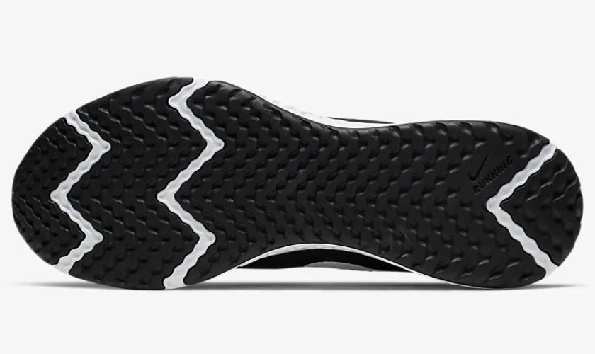 Nike Revolution 5 suela