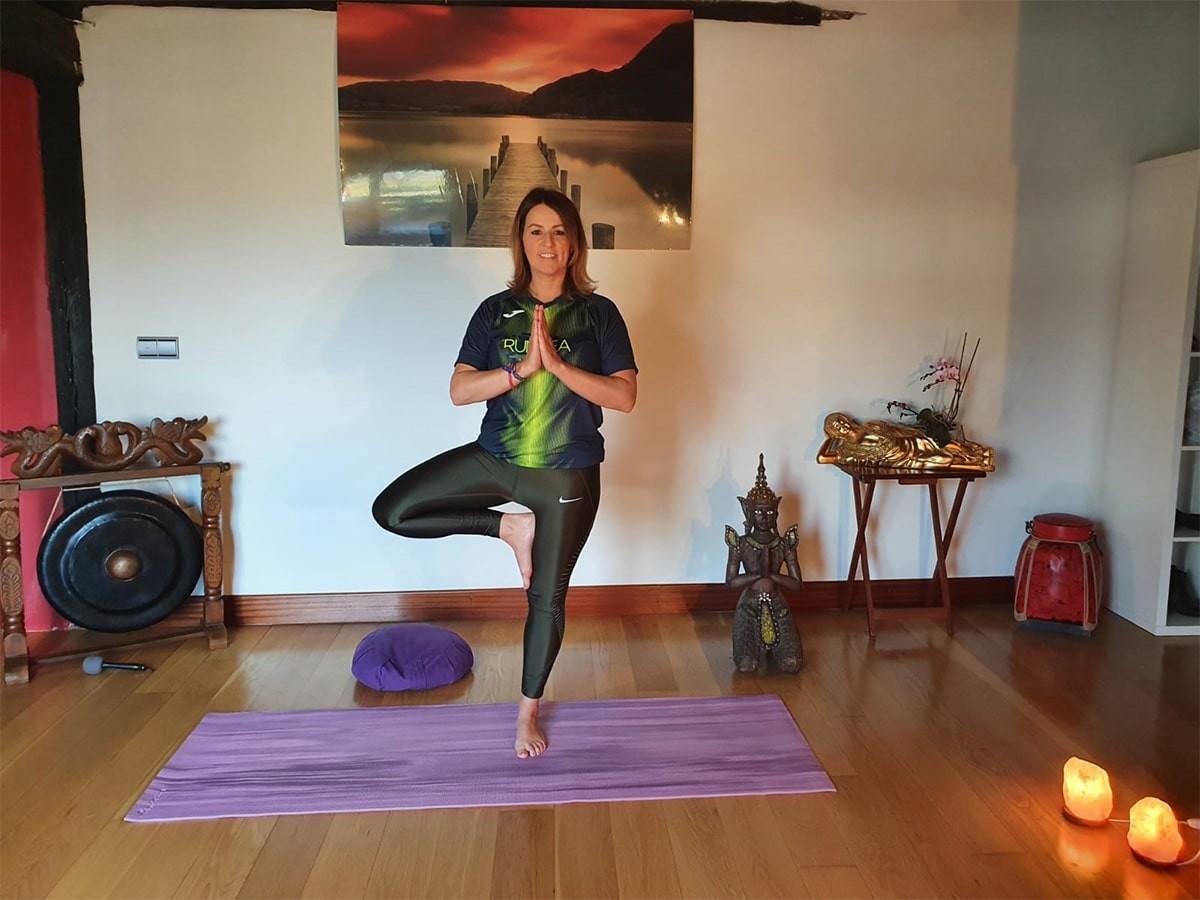 Clase De Yoga Basico 5 Asanas Sencillas Para Hacer Frente Al Confinamiento