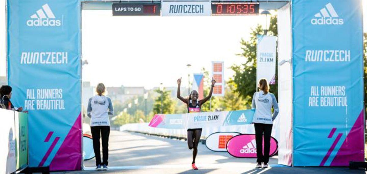 Peres Jepchirchir pulveriza el récord del mundo femenino en 21k con las adidas Adizero Adios Pro