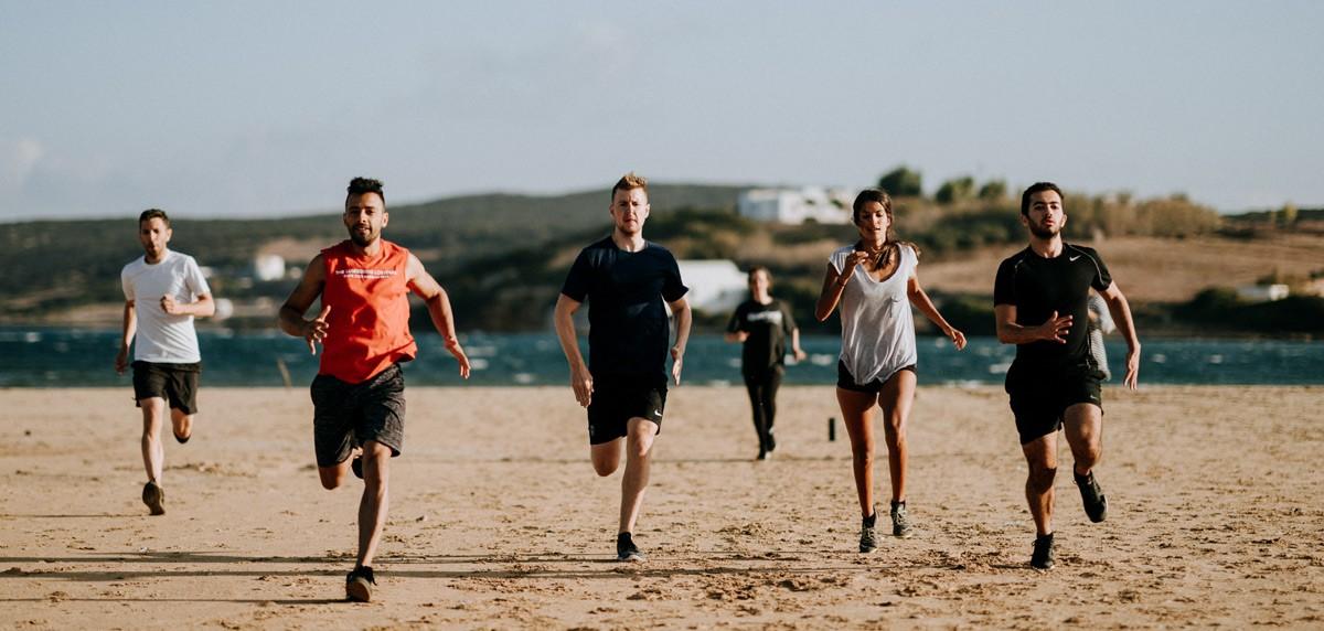 Ventajas y desventajas del entrenamiento en la playa para runners - foto 1