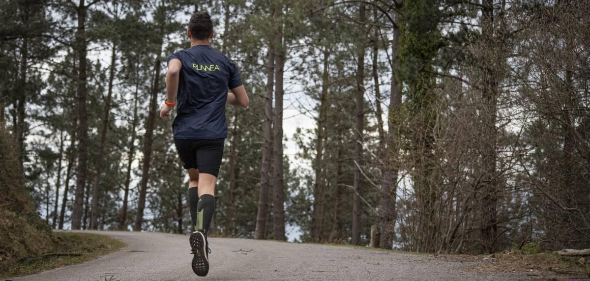 ¿Es recomendable doblar sesión en un corredor popular? Carga entrenamiento