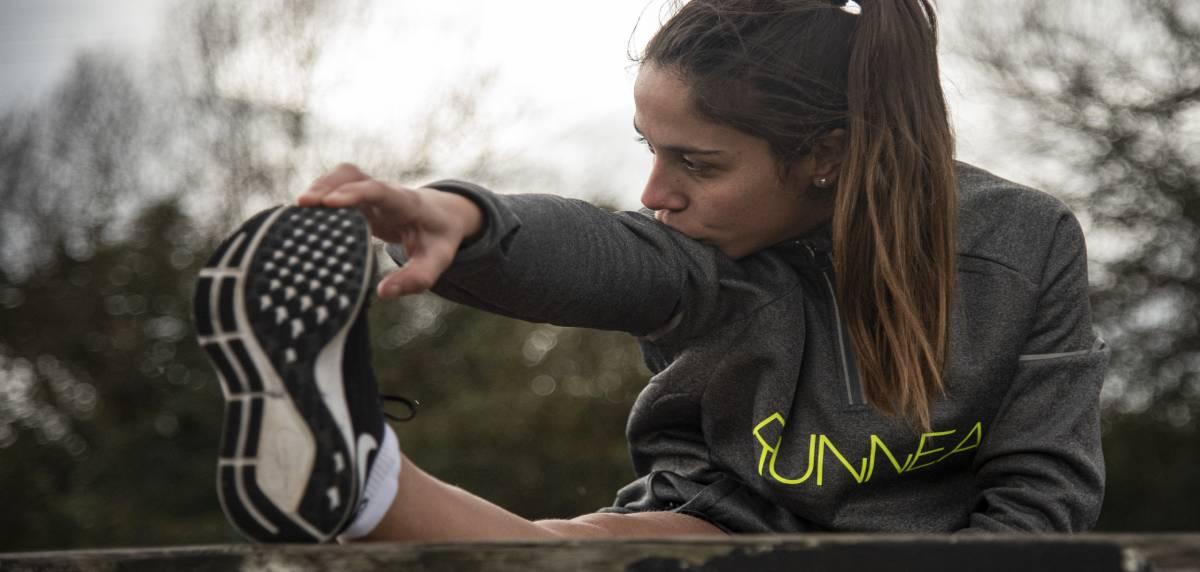 Pourquoi est-ce que je m'étouffe quand je commence à courir et que puis-je faire pour y remédier, m'échauffer ?