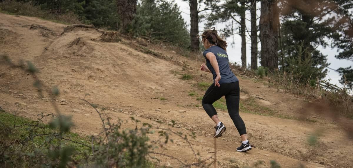 Runnea Academy dispone de planes de entrenamiento de trail running, mujer