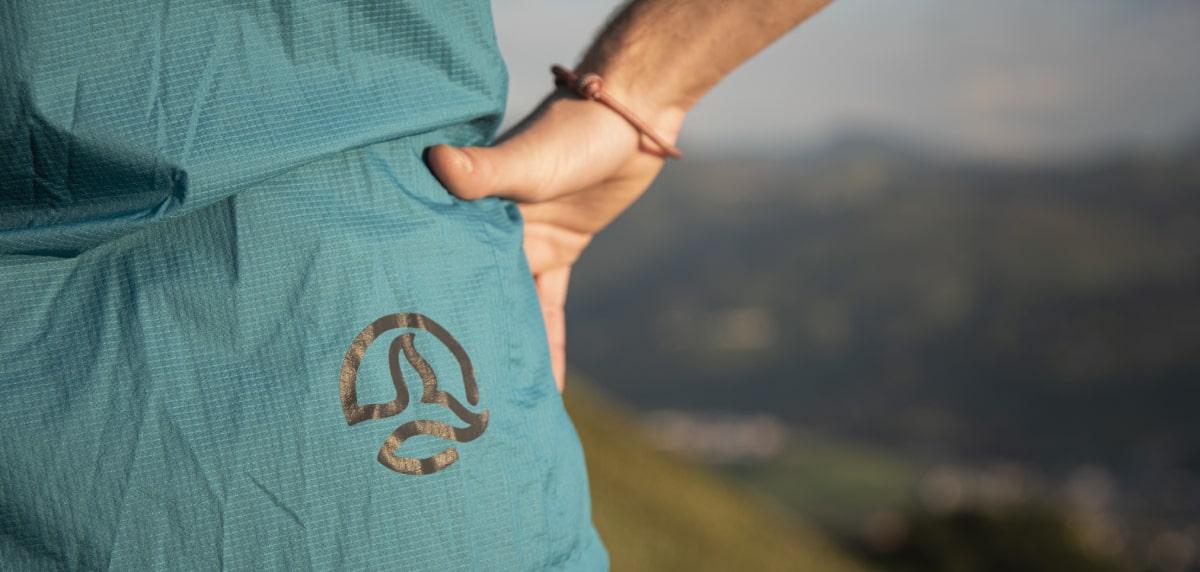 Neutrino Jacket de Ternua: logo
