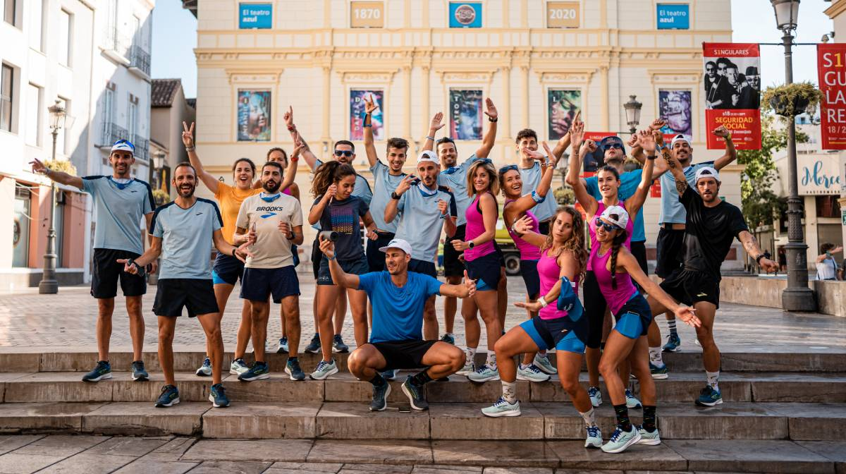 Review Brooks Levitate 5, Run Happy Team