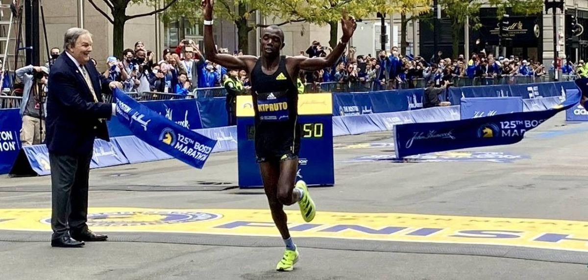 Diana Kipyogei y Benson Kipruto ganan el Maratón de Boston 2021