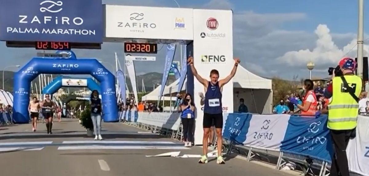 La alemana Monica Frenger y el danés Kasper Laumman triunfan en el Palma Marathon 2021.
